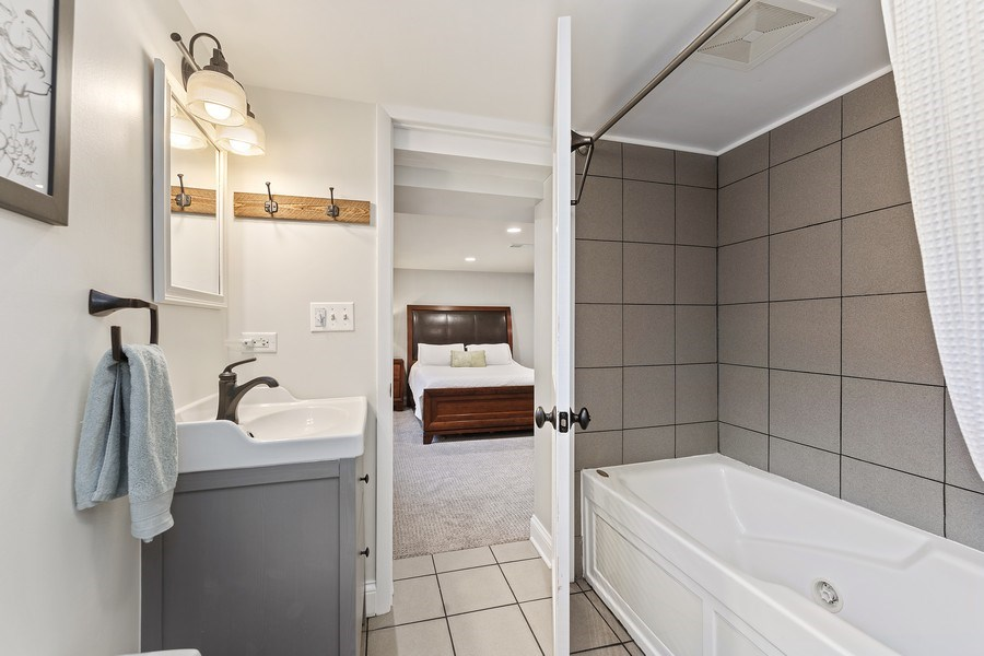 Real Estate Photography - 254 Scott Ave, Glen Ellyn, IL, 60137 - 2nd Bathroom