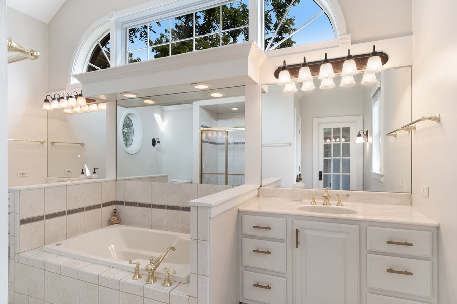 Real Estate Photography - 534 Forest Ave, Glen Ellyn, IL, 60137 - Master Bathroom