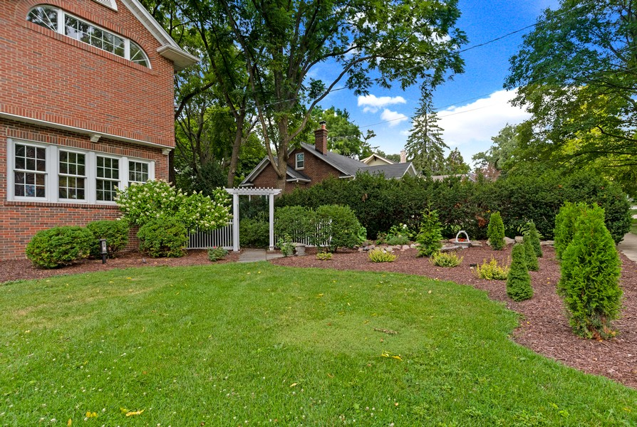 Real Estate Photography - 534 Forest Ave, Glen Ellyn, IL, 60137 - Yard
