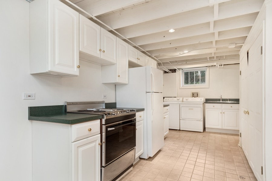 Real Estate Photography - 534 Forest Ave, Glen Ellyn, IL, 60137 - Kitchenette