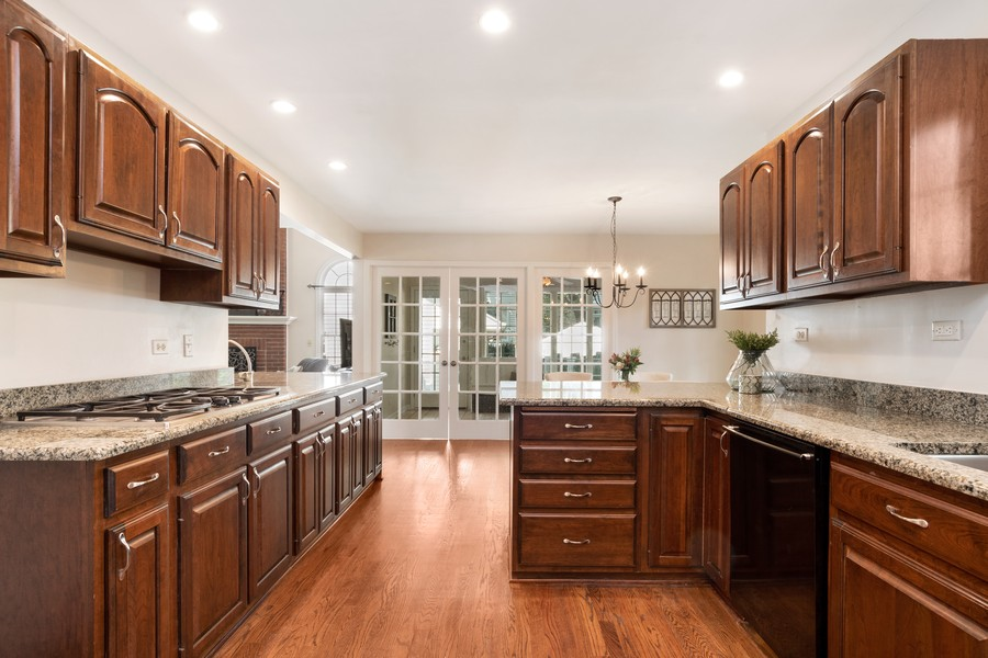 Real Estate Photography - 534 Forest Ave, Glen Ellyn, IL, 60137 - Kitchen