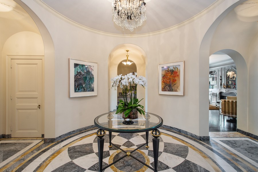 Real Estate Photography - 1325 North Astor St, 13, Chicago, IL, 60610 - Foyer