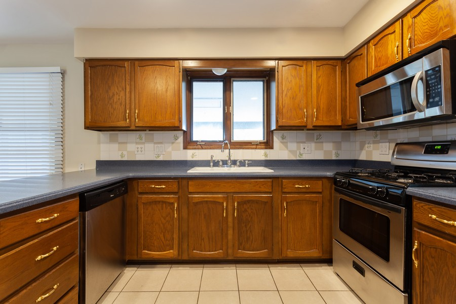 Real Estate Photography - 2390 Taliesin Dr, Aurora, IL, 60506 - Kitchen