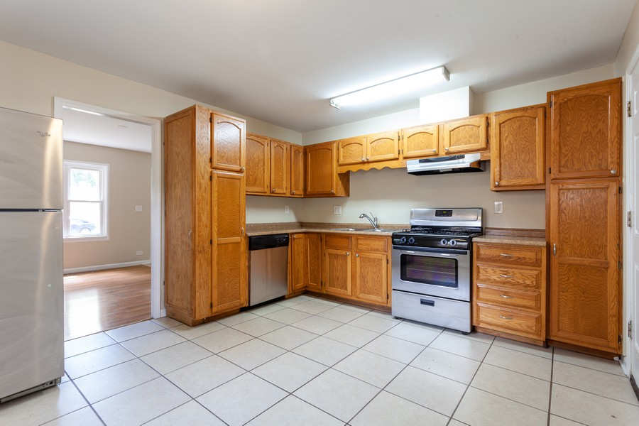 Real Estate Photography - 6 East Pine St, Streamwood, IL, 60107 - Kitchen