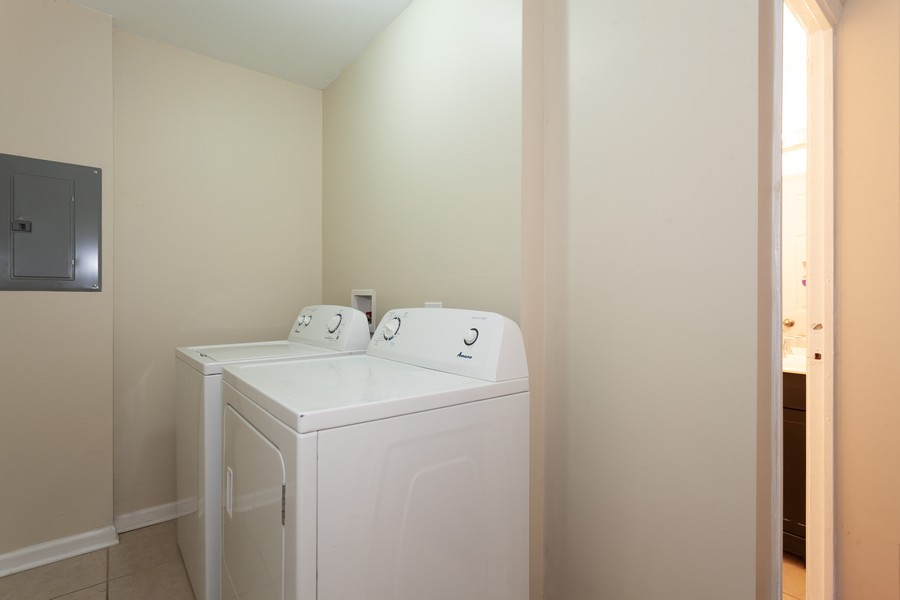 Real Estate Photography - 6 East Pine St, Streamwood, IL, 60107 - Laundry Room