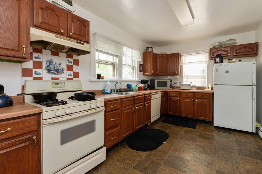Real Estate Photography - 1019 West Pacific Ave, Waukegan, IL, 60085 - Kitchen