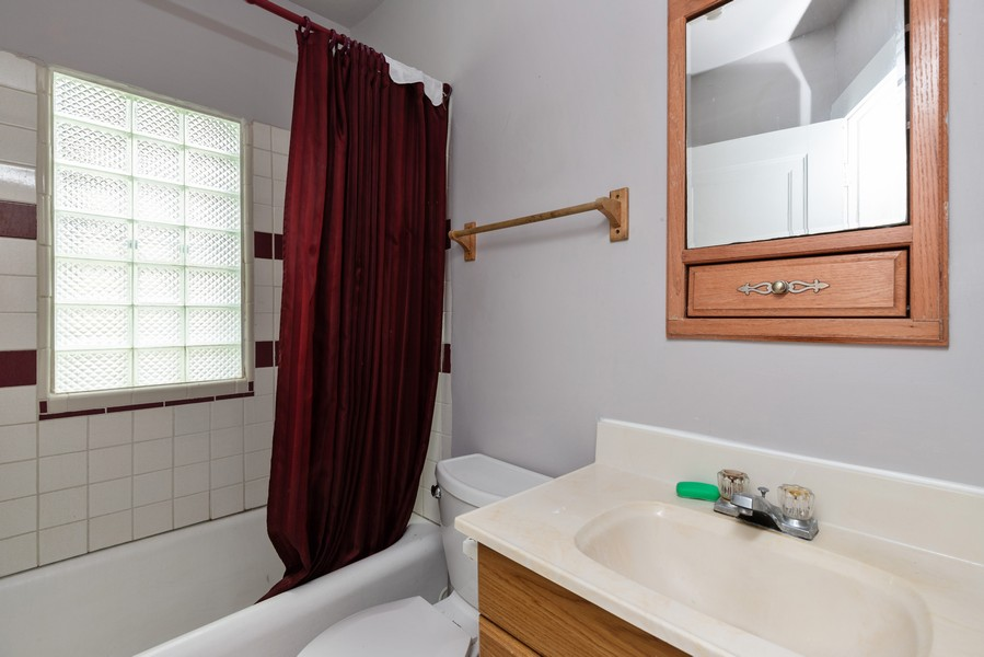 Real Estate Photography - 1019 West Pacific Ave, Waukegan, IL, 60085 - Bathroom