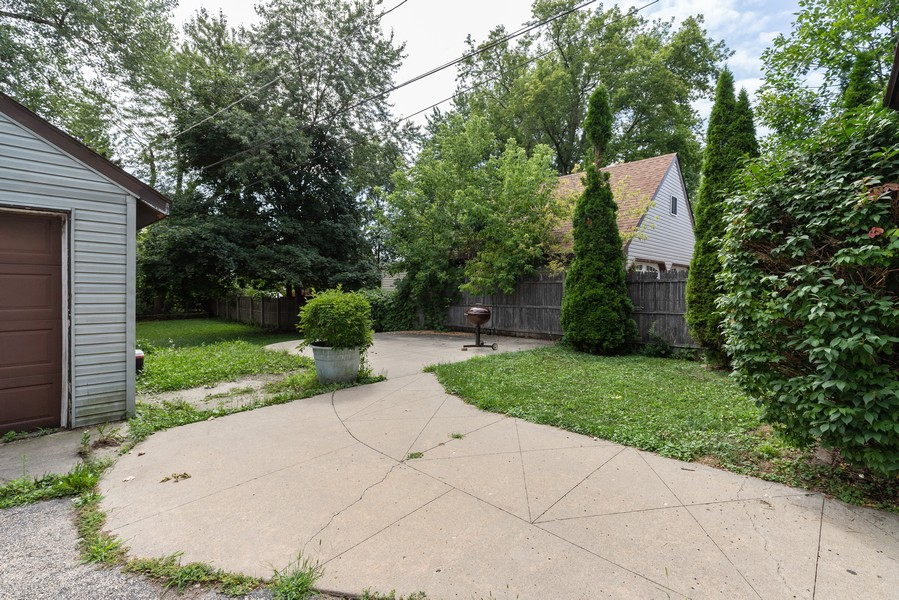 Real Estate Photography - 1019 West Pacific Ave, Waukegan, IL, 60085 - Patio