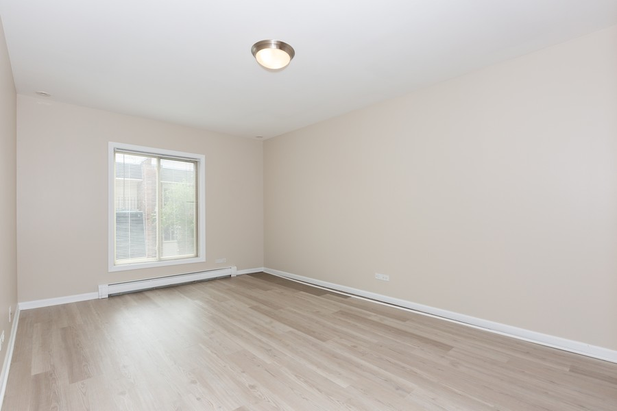 Real Estate Photography - 4900 Forest Ave, 304, Downers Grove, IL, 60515 - Master Bedroom