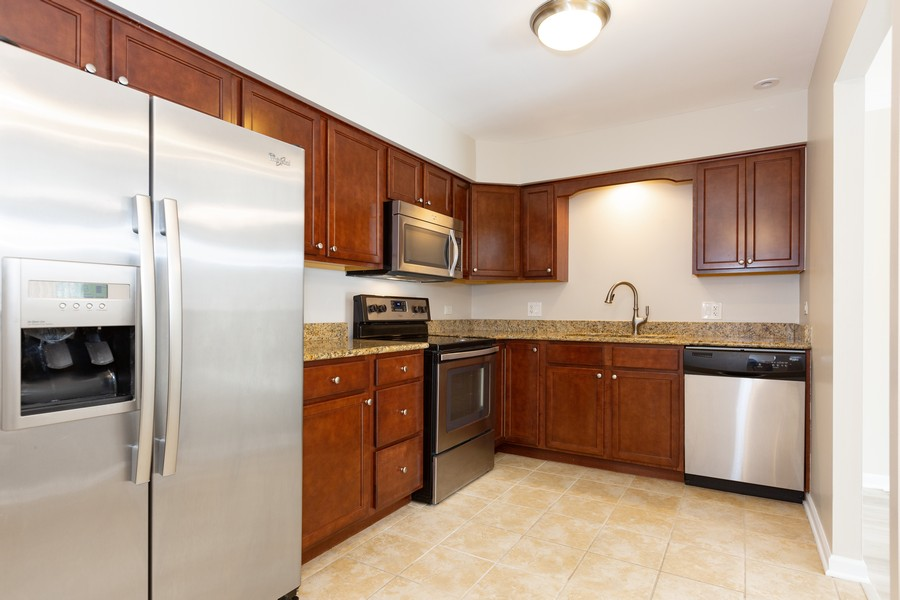 Real Estate Photography - 4900 Forest Ave, 304, Downers Grove, IL, 60515 - Kitchen