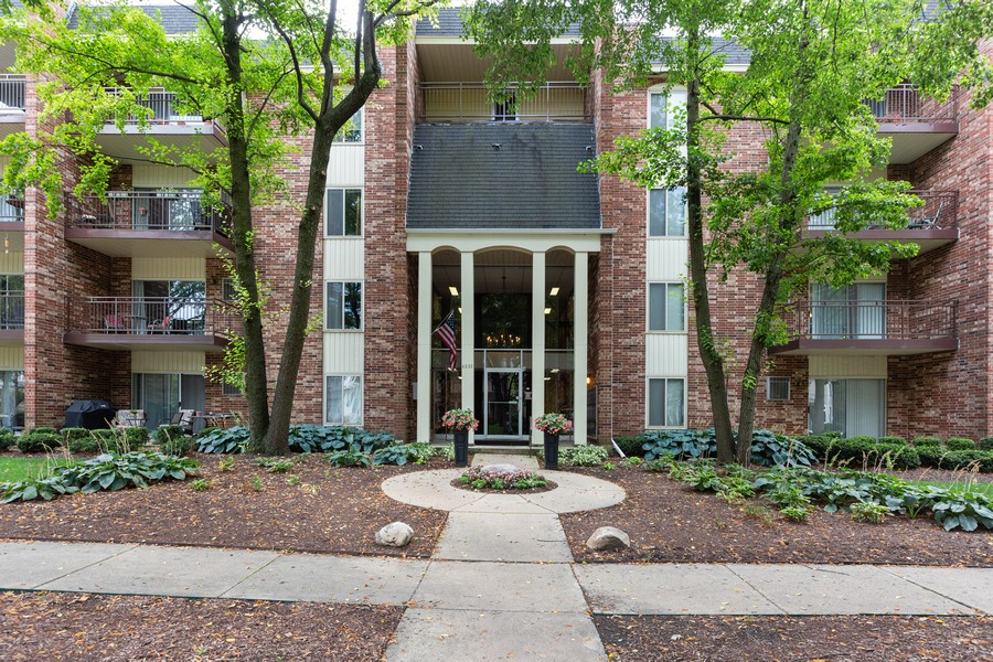Real Estate Photography - 4900 Forest Ave, 304, Downers Grove, IL, 60515 - Front View