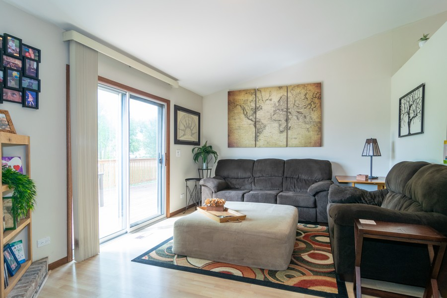 Real Estate Photography - 927 Hartwood Dr, Streamwood, IL, 60107 - Family Room