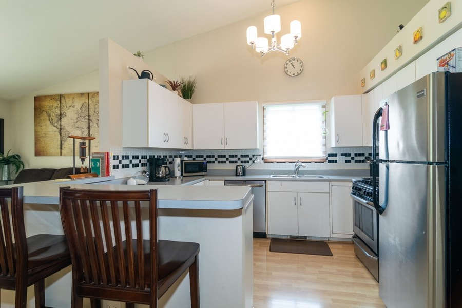 Real Estate Photography - 927 Hartwood Dr, Streamwood, IL, 60107 - Kitchen