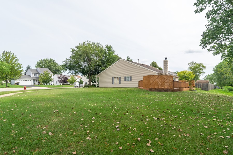 Real Estate Photography - 927 Hartwood Dr, Streamwood, IL, 60107 - Rear View