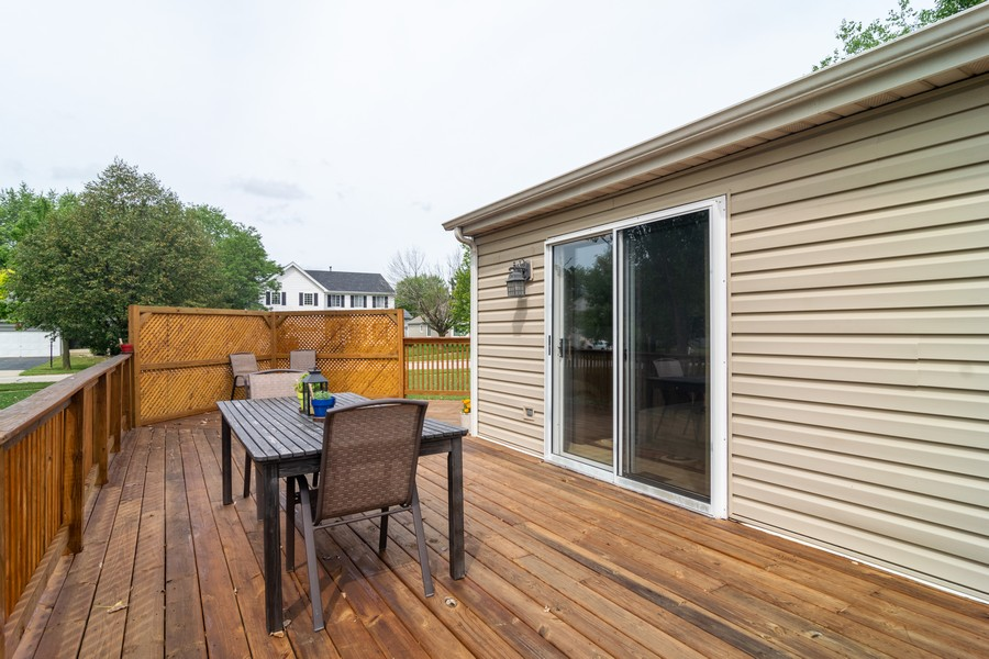 Real Estate Photography - 927 Hartwood Dr, Streamwood, IL, 60107 - Deck