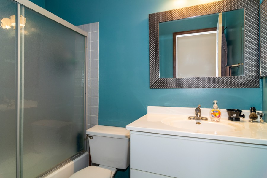Real Estate Photography - 927 Hartwood Dr, Streamwood, IL, 60107 - Bathroom