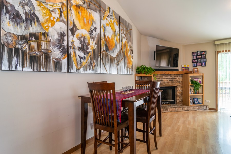 Real Estate Photography - 927 Hartwood Dr, Streamwood, IL, 60107 - Breakfast Nook