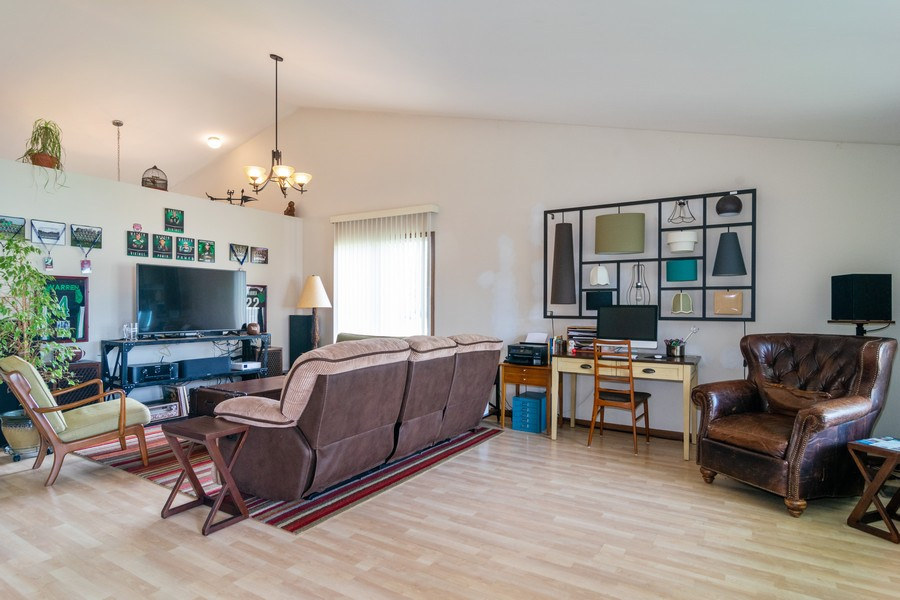 Real Estate Photography - 927 Hartwood Dr, Streamwood, IL, 60107 - Living Room / Dining Room