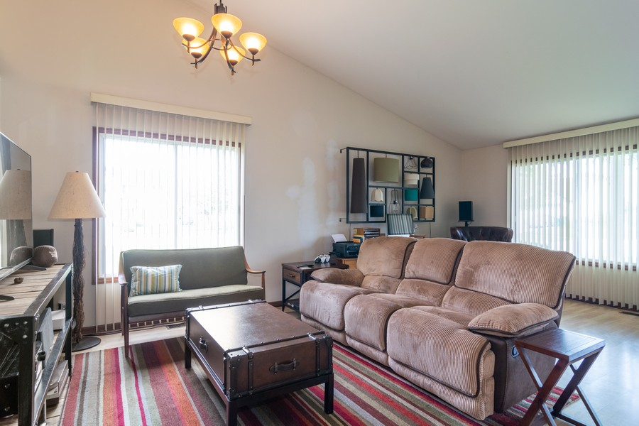Real Estate Photography - 927 Hartwood Dr, Streamwood, IL, 60107 - Living Room/Dining Room