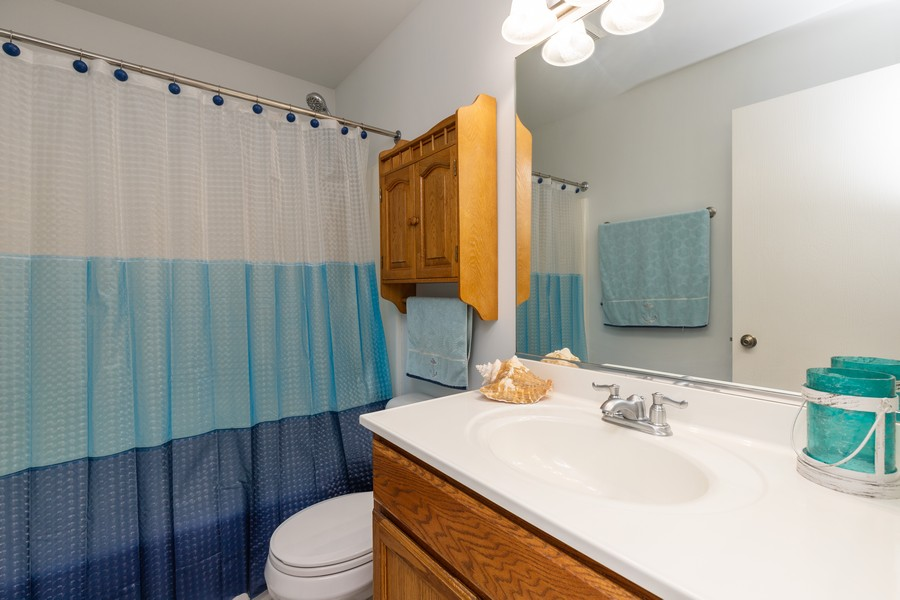 Real Estate Photography - 1986 North Amber Prairie Way, Lake Villa, IL, 60046 - 2nd Bathroom
