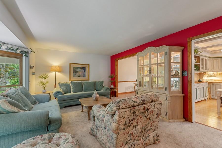 Real Estate Photography - 1520 Shenandoah Ln, Naperville, IL, 60563 - Living Room