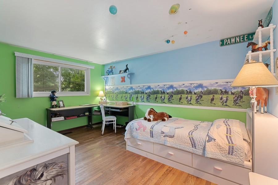 Real Estate Photography - 1520 Shenandoah Ln, Naperville, IL, 60563 - 2nd Bedroom