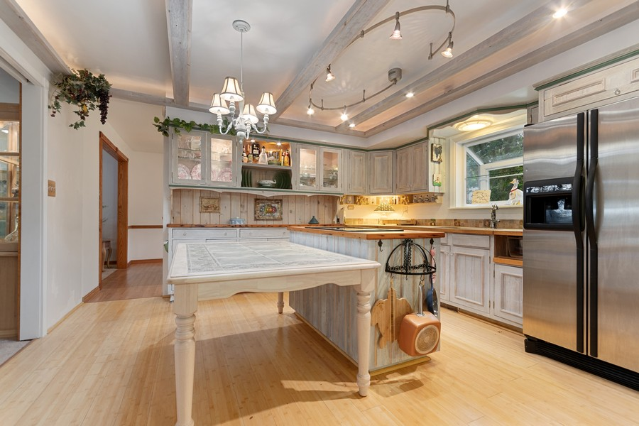 Real Estate Photography - 1520 Shenandoah Ln, Naperville, IL, 60563 - Kitchen