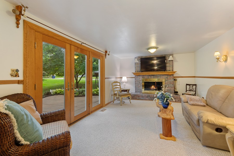 Real Estate Photography - 1520 Shenandoah Ln, Naperville, IL, 60563 - Family Room