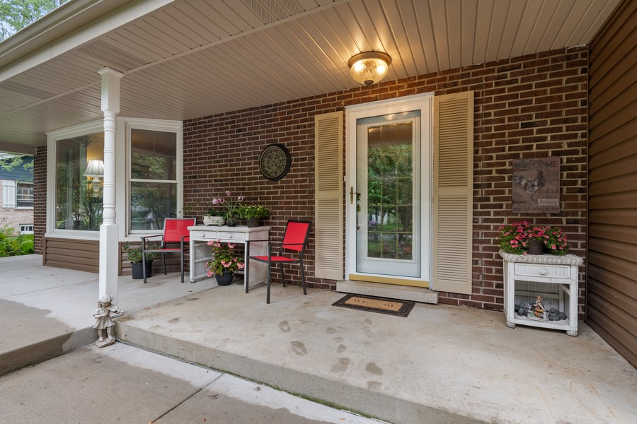 Real Estate Photography - 1520 Shenandoah Ln, Naperville, IL, 60563 - Front View