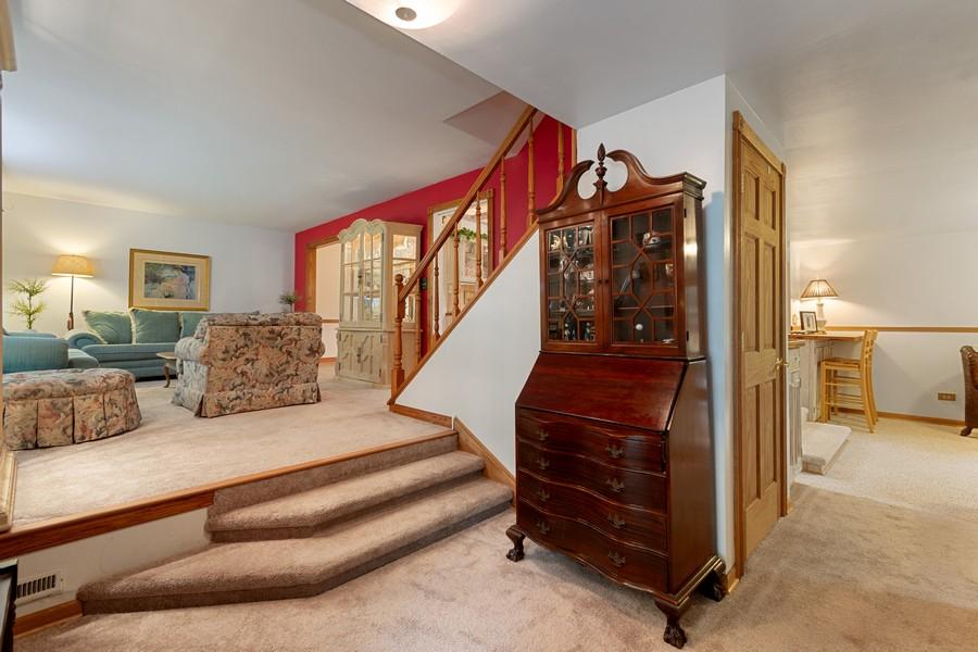 Real Estate Photography - 1520 Shenandoah Ln, Naperville, IL, 60563 - Foyer