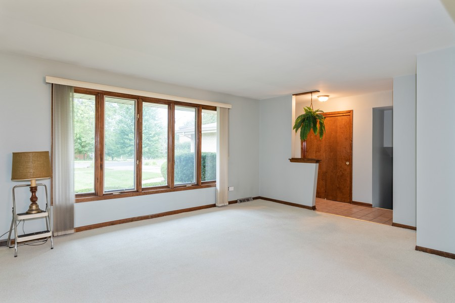 Real Estate Photography - 9S175 Kearney Rd, Downers Grove, IL, 60516 - Living Room