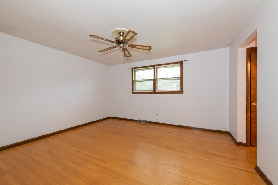 Real Estate Photography - 9S175 Kearney Rd, Downers Grove, IL, 60516 - Master Bedroom