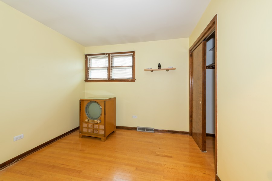 Real Estate Photography - 9S175 Kearney Rd, Downers Grove, IL, 60516 - 2nd Bedroom
