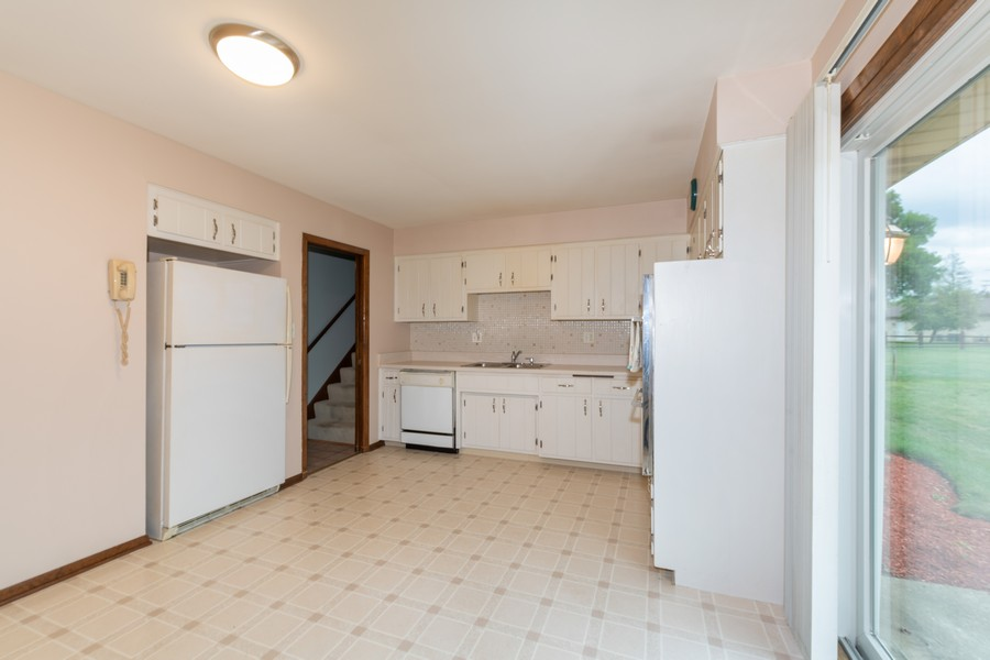 Real Estate Photography - 9S175 Kearney Rd, Downers Grove, IL, 60516 - Kitchen / Breakfast Room