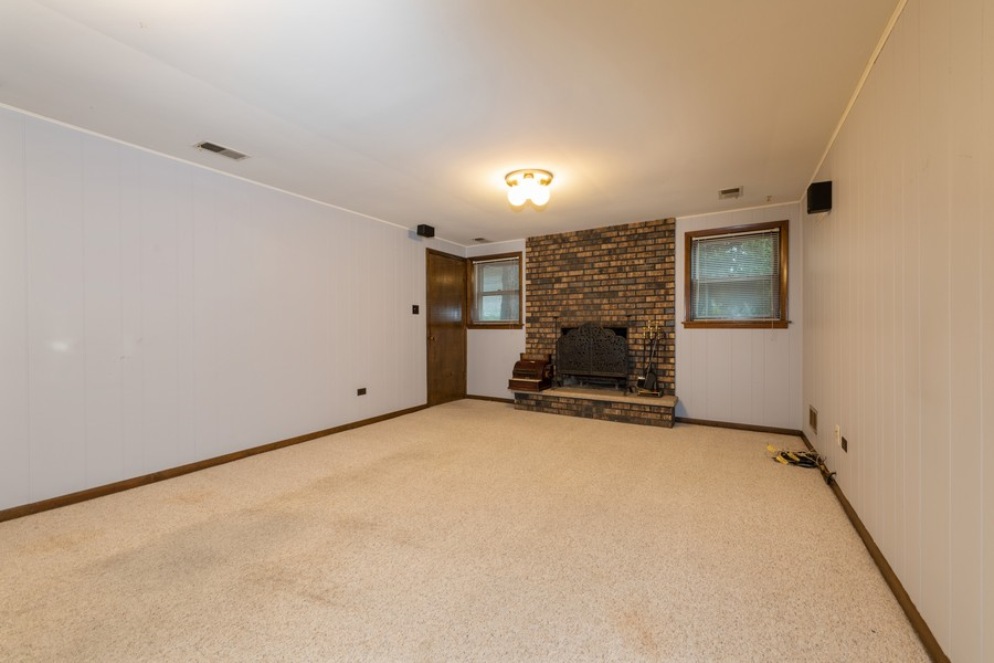 Real Estate Photography - 9S175 Kearney Rd, Downers Grove, IL, 60516 - Family Room