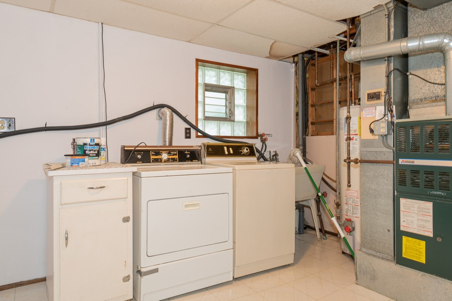 Real Estate Photography - 9S175 Kearney Rd, Downers Grove, IL, 60516 - Laundry Room