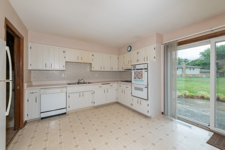 Real Estate Photography - 9S175 Kearney Rd, Downers Grove, IL, 60516 - Kitchen