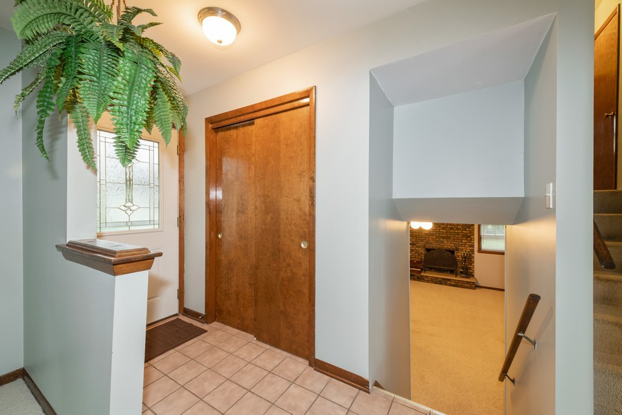 Real Estate Photography - 9S175 Kearney Rd, Downers Grove, IL, 60516 - Entryway