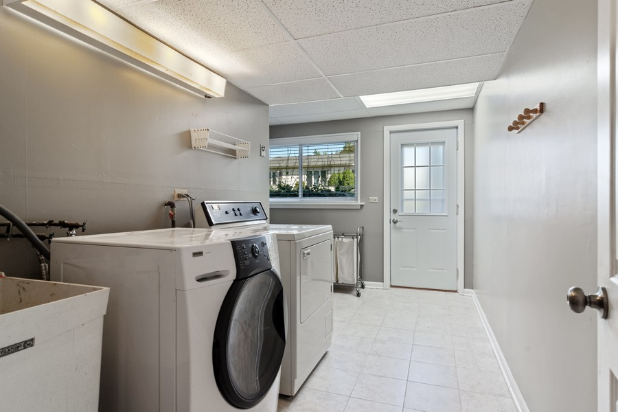 Real Estate Photography - 702 East Hackberry Dr, Arlington Heights, IL, 60004 - Laundry Room