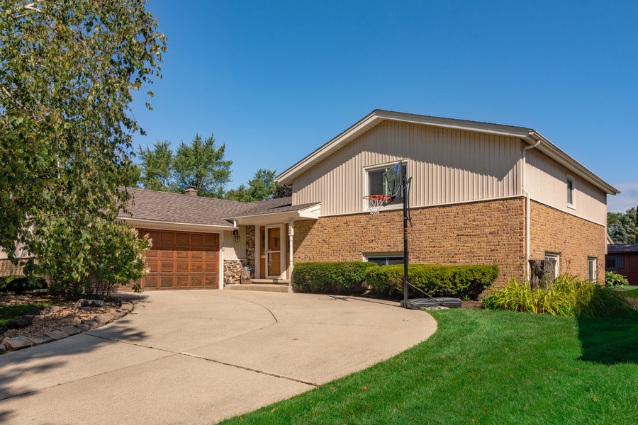 Real Estate Photography - 702 East Hackberry Dr, Arlington Heights, IL, 60004 - Front View