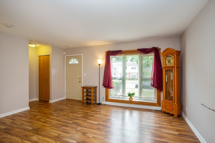 Real Estate Photography - 3102 Lynnwood Ct, Streamwood, IL, 60107 - Living Room