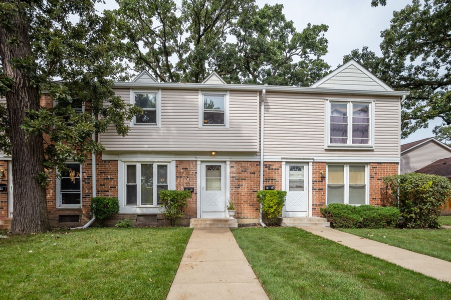 Real Estate Photography - 3102 Lynnwood Ct, Streamwood, IL, 60107 - Front View