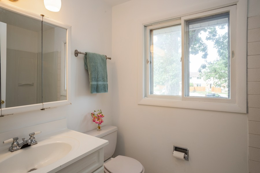 Real Estate Photography - 3102 Lynnwood Ct, Streamwood, IL, 60107 - Bathroom