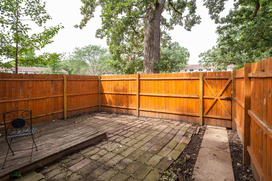 Real Estate Photography - 3102 Lynnwood Ct, Streamwood, IL, 60107 - Patio