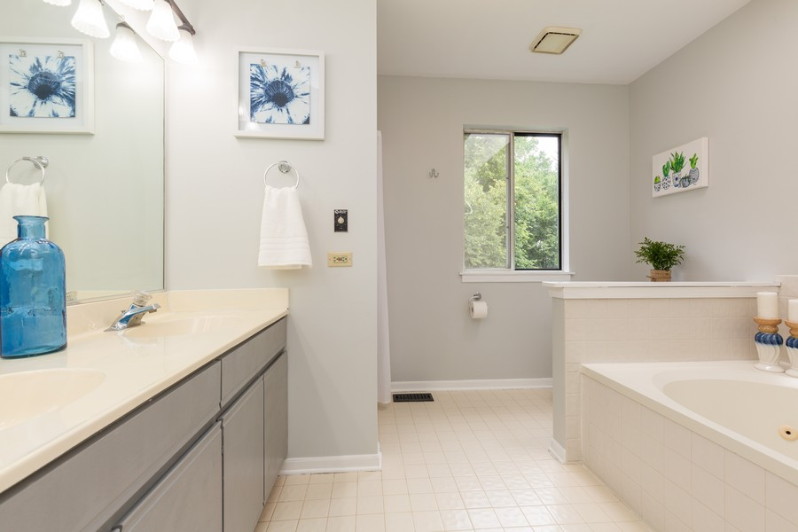 Real Estate Photography - 645 Old Oak Cir, Algonquin, IL, 60102 - Master Bathroom