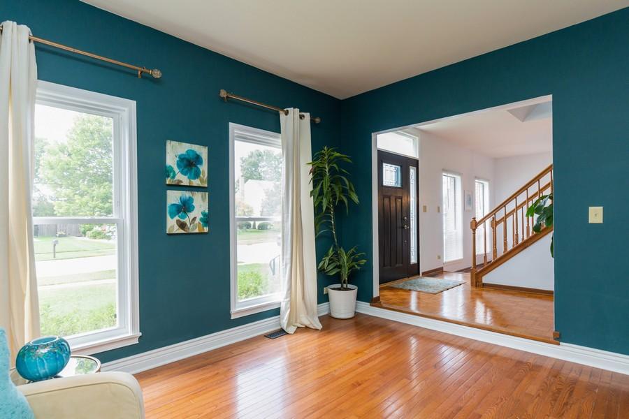 Real Estate Photography - 645 Old Oak Cir, Algonquin, IL, 60102 - Living Room