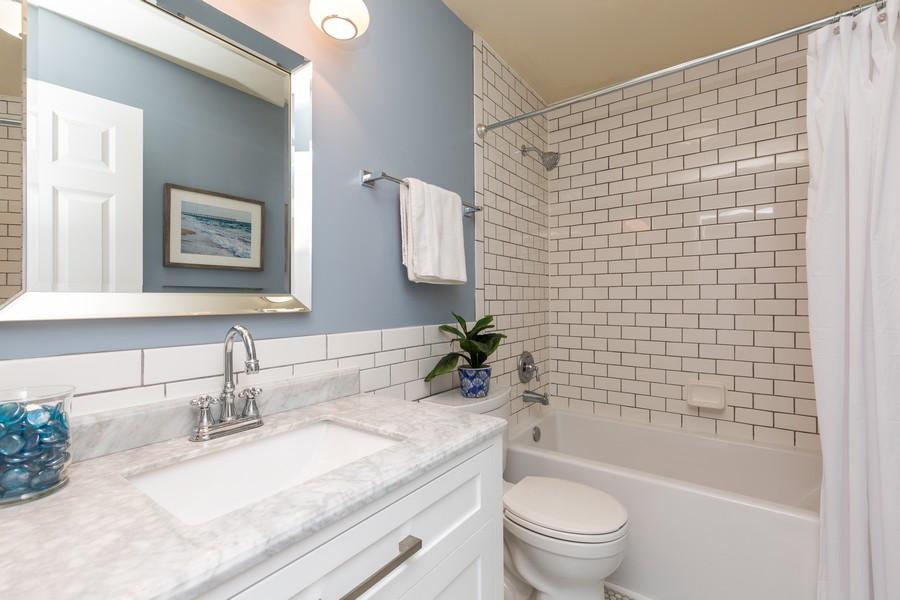 Real Estate Photography - 645 Old Oak Cir, Algonquin, IL, 60102 - Bathroom