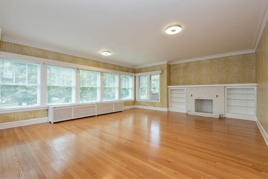 Real Estate Photography - 4820 West Oakdale Ave, Chicago, IL, 60641 - Living Room
