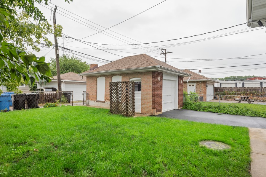 Real Estate Photography - 4820 West Oakdale Ave, Chicago, IL, 60641 - Back Yard