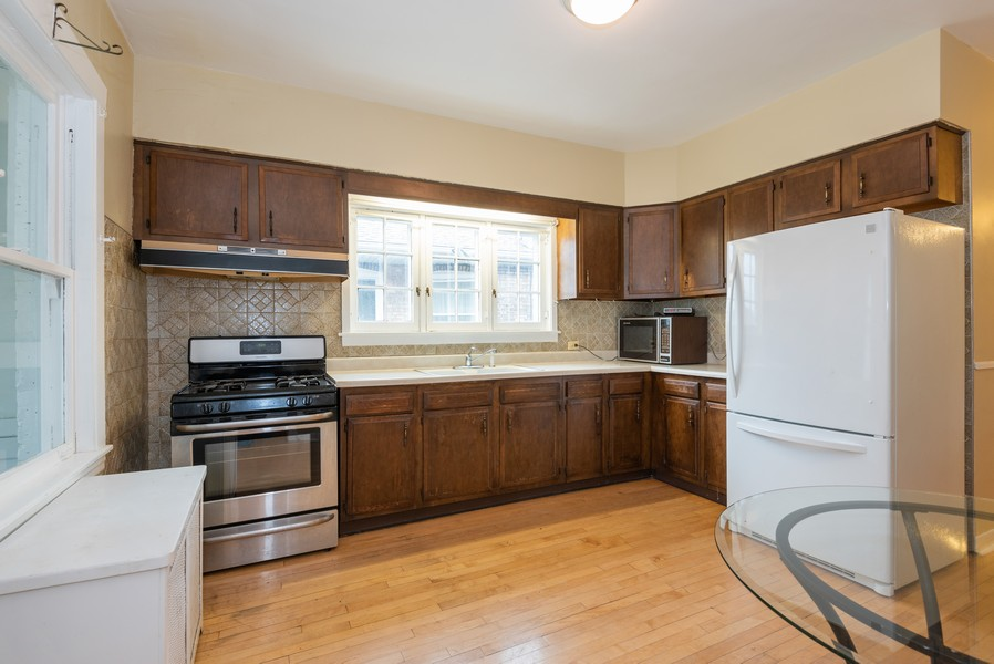 Real Estate Photography - 4820 West Oakdale Ave, Chicago, IL, 60641 - Kitchen